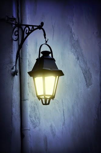 street-lamp-at-night